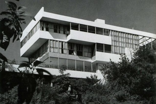 The Lovell House at 4616 Dundee Lane, photographed shortly after its completion in 1929. (Photo by Julius Shulman/© J. Paul Getty Trust. Getty Research Institute, Los Angeles)