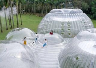 Aether Architects progetta un padiglione soffice come le nuvole dove muoversi in libertà