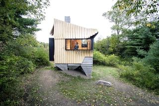 La casa nei boschi stampata in 3D e realizzata con il legno di scarto