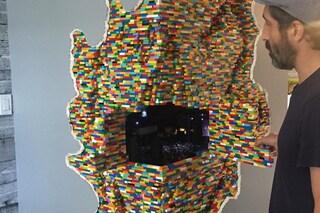 Dante Dentoni, l'artista che crea mondi LEGO nelle pareti di casa
