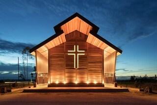 La chiesa di Oikumene fatta con gli scarti del legno