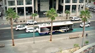 Tel Aviv, la prima strada elettrica al mondo che carica le automobili in movimento