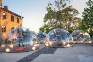 Toronto, lo yoga sotto cupole geodetiche per la distanza sociale