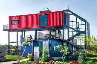 In India l'edificio per uffici è realizzato con i container riciclati