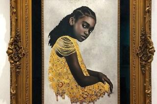 Tawny Chatmon, l'artista che celebra la bellezza dei capelli neri in stile Gustav Klimt