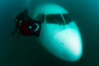 Turchia, il più grande aereo sommerso del mondo diventa l'attrazione preferita dai sub