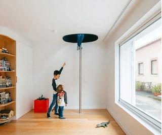 Un palazzo fatiscente di Lisbona diventa una divertente casa per una famiglia