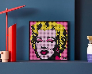 LEGO lancia la linea di poster pop art con The Beatles, Marilyn Monroe e Iron Man