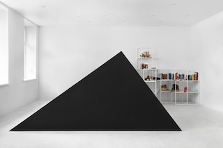 Svalka.spb, il negozio con l'ingresso a forma di triangolo