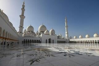 La Moschea dello Sceicco Zayed Bin Sultan Al Nahyan è la più grande degli Emirati Arabi