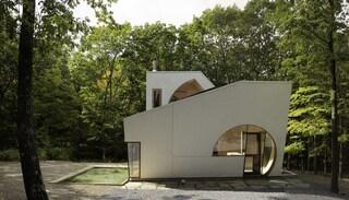 Steven Holl completa Ex of In House, una residenza per artisti immersa nella natura