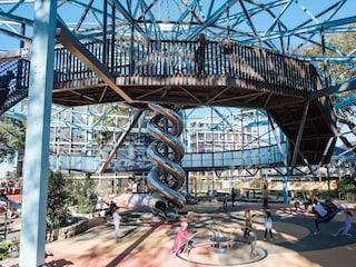 Inglis Park, il parco giochi per bambini ricavato da un anello di vendita per cavalli