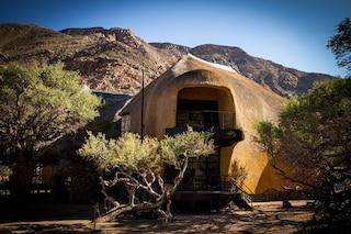 The Nest, la villa che sembra un nido di uccelli nel deserto della Namibia