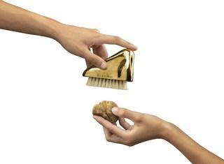 Gufram lancia la spazzola da tartufo a forma di naso in oro 24 carati