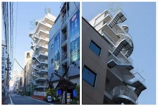 Hotel Siro, l'eccentrico albergo di scale sospese a Tokyo