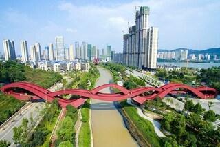 Il ponte a forma di nodo cinese è il ponte più appariscente del mondo
