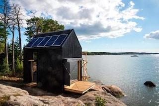 La mini casa sull'acqua che non manca di nulla
