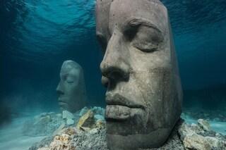 Il museo sottomarino di Cannes è una distesa di giganteschi volti di pietra