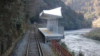 La strana stazione giapponese che non ha un'entrata e neppure un'uscita