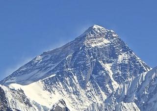 I rifiuti del Monte Everest diventano opere d'arte per un museo