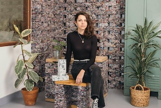 Una studentessa francese crea mattoni sostenibili coi vestiti vecchi