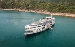 L'ex traghetto diventa uno yacht di lusso con interni in stile loft