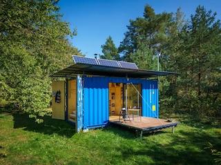 Questa casa autosufficiente è ricavata dal riciclo di un vecchio container