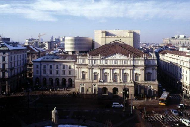 Viste esterne del teatro La Scala, Milano. Fotografia © Pino Musi. (Archivio Mario Botta)