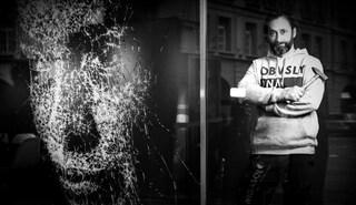 Dai vetri rotti può nascere un capolavoro: l'arte di Simon Berger