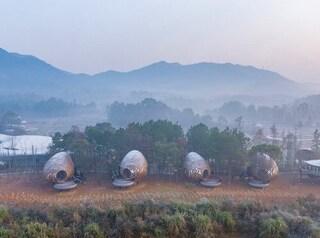 Queste case vacanza nella Cina rurale sono come scrigni che si mimetizzano nel paesaggio