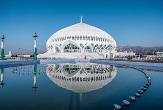 Questo enorme teatro cinese è ispirato alla Grande Moschea dell'Oman