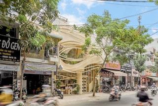Il bar più eccentrico al mondo si trova in Vietnam ed è come un tornado in piena città
