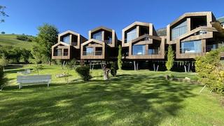 Queste suite di lusso sono case sull'albero immerse nella natura più bella delle Dolomiti