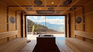 Con vista sulle montagne e immersa nella natura: questa è la sauna più bella d'Italia