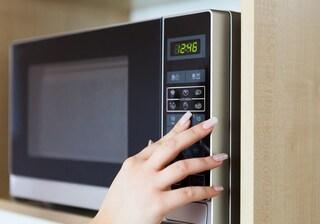 12 cose che non bisogna mai inserire nel microonde