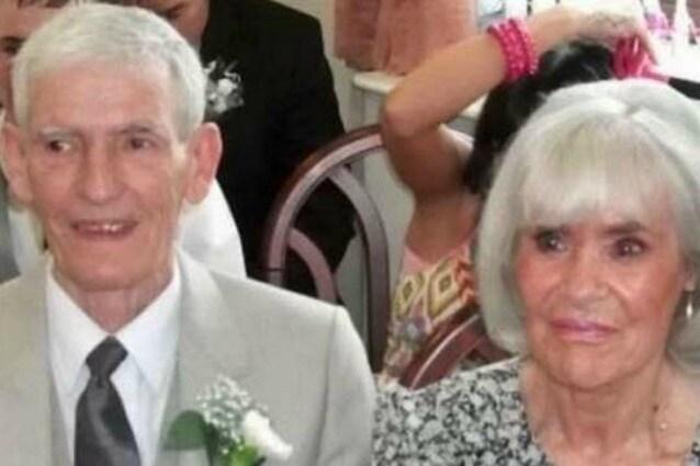 """Sposati da 55 anni muoiono insieme, lui la rassicura: """"Chiudi gli occhi, sto arrivando"""""""