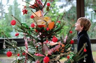 Come usare oggetti di scarto per creare decorazioni natalizie (FOTO)