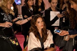 Victoria's Secret backstage: ecco come sono gli angeli senza trucco (VIDEO)