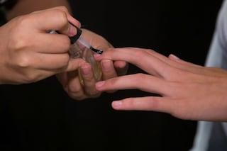 Attenzione alla manicure low cost, potrebbe rovinare per sempre le unghie