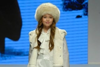 Kristina Pimenova ha solo 9 anni ma sfila in passerella come una top model (FOTO)