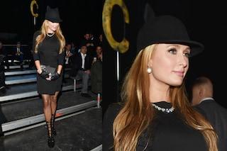 """Paris Hilton vestita da """"gatta nera"""" è la regina della Milano Fashion Week (FOTO)"""