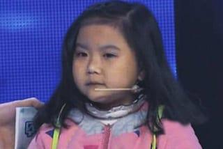 Il tumore le impedisce di crescere: ha 20 anni ma sembra una bambina