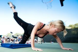 Bastano 5 minuti per restare in forma con gli esercizi da fare mentre ti prepari