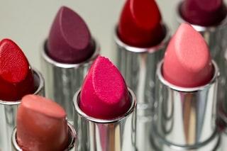 Elimina le occhiaie con il rossetto: ecco il nuovo trend che spopola sul web