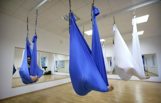 Antigravity yoga: sfidare la forza di gravità fa bene al corpo e alla mente