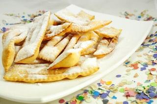 Chiacchiere di carnevale: la ricetta originale napoletana per farle gonfie e friabili