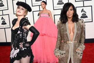 """Grammy Awards 2015: Madonna mostra il sedere e Rihanna si veste da """"nuvola"""" (FOTO)"""