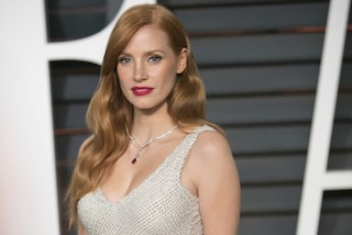 Da Jessica Chastain a Kate Middleton: le star preferiscono la moda low-cost (FOTO)
