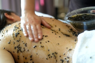 I trattamenti beauty più curiosi al mondo: dal bagno nel ramen ai massaggi con i cactus