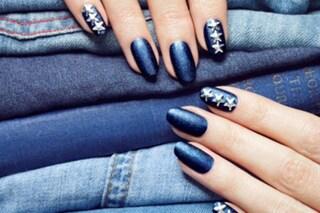 Le unghie della settimana: denim manicure con gli smalti ad effetto jeans (FOTO)